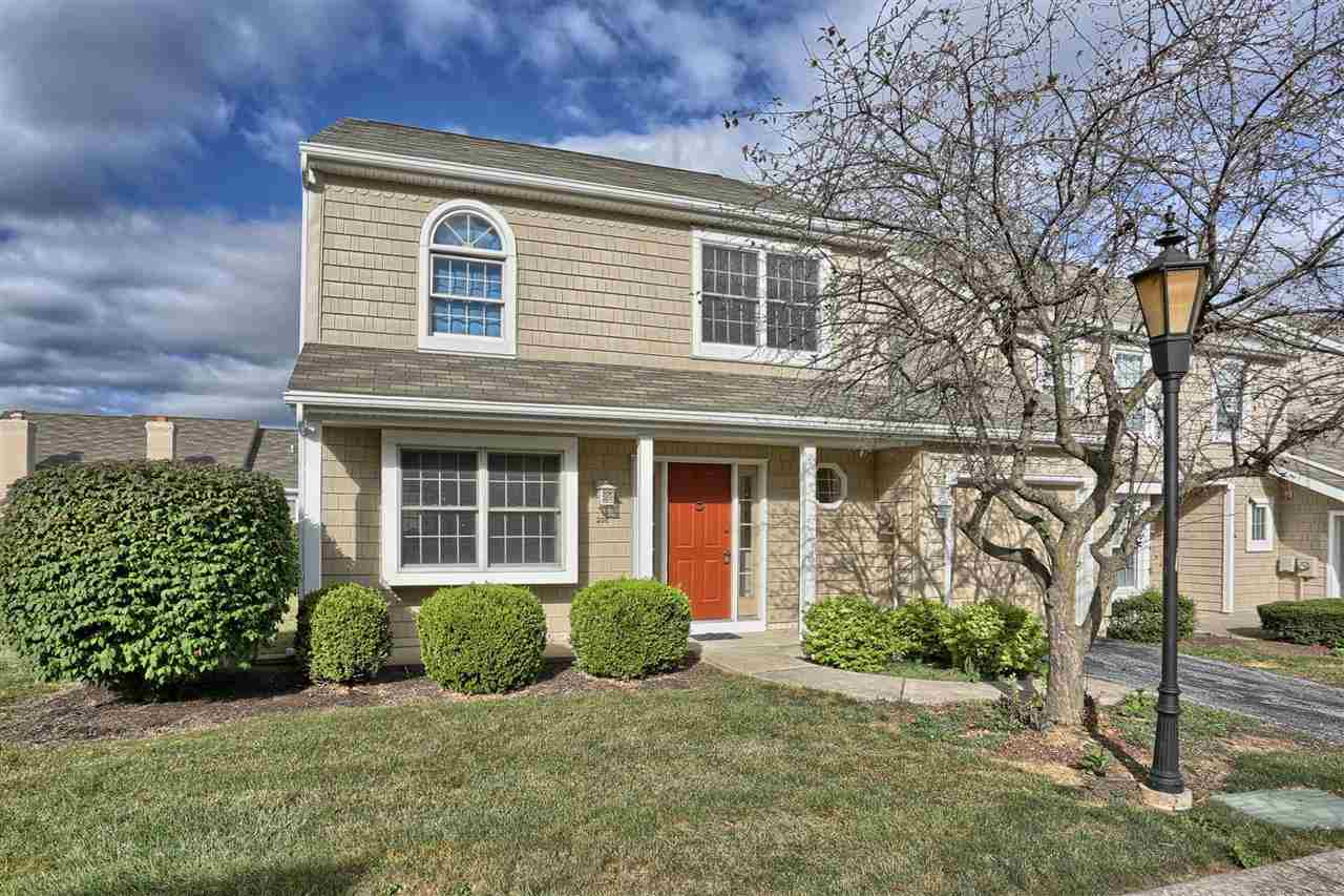208 Crescent Dr, Hershey, PA 17033