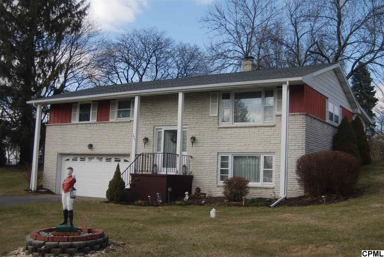 223 W Franklin Ave, Myerstown, PA 17067