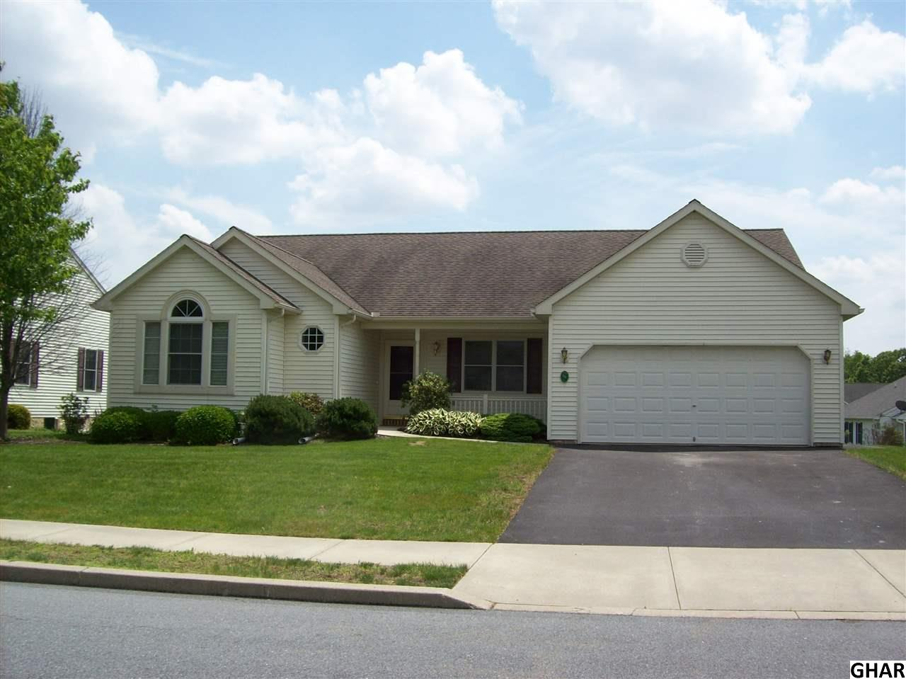 16 Greenbriar Dr, Myerstown, PA 17067