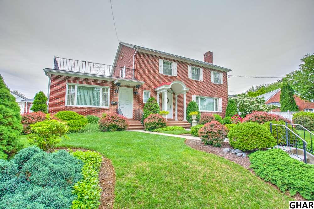 11 W Center Ave, Myerstown, PA 17067
