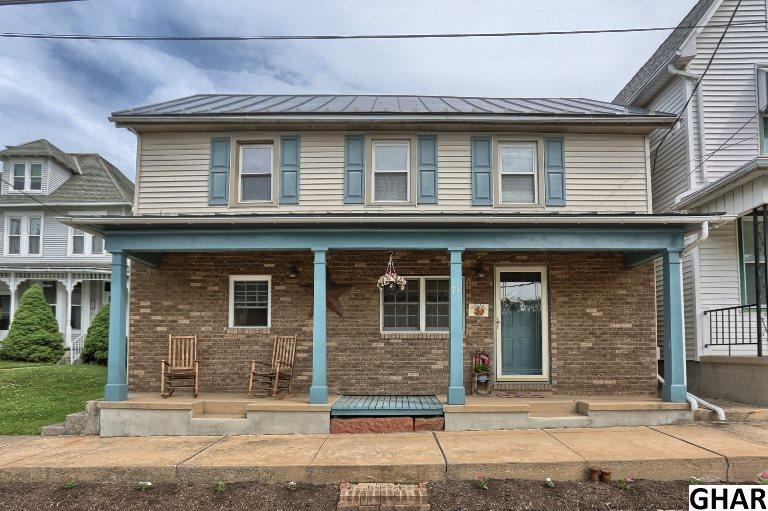 71 E Main St, Newmanstown, PA 17073