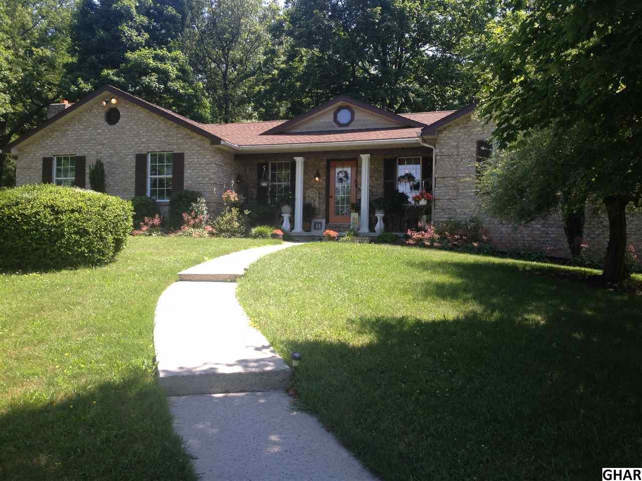 11015 Deerwood Dr, Mercersburg, PA 17236