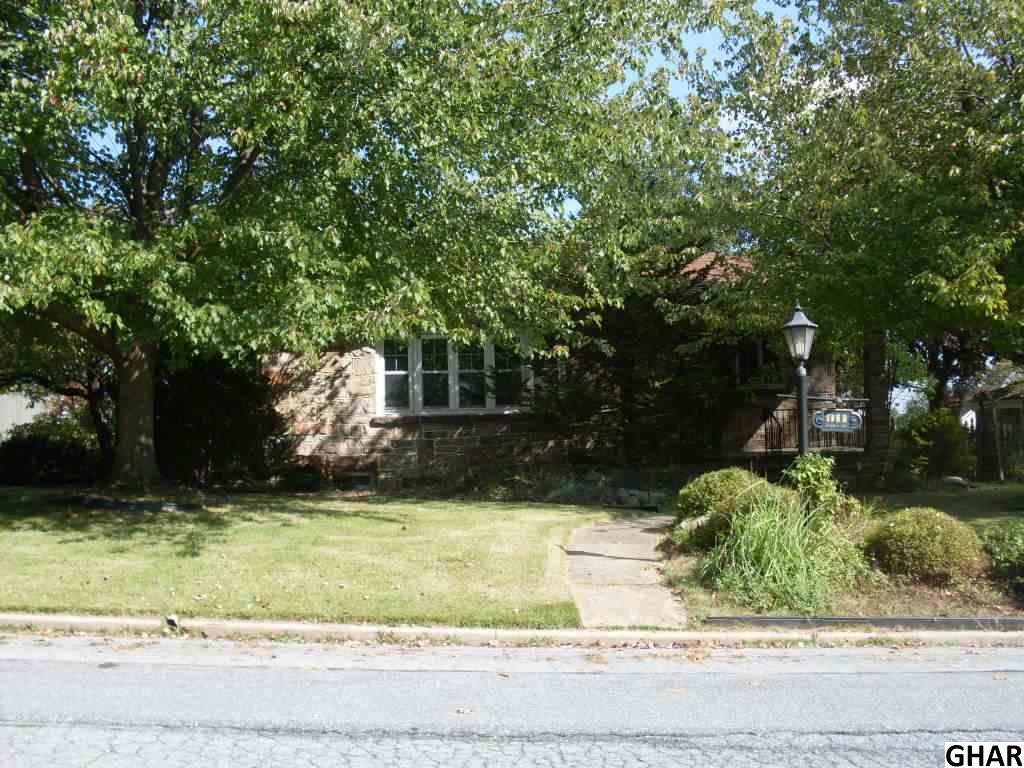 911 Poplar Ave, Hershey, PA 17033
