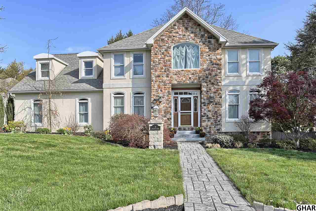 5 Graystone Manor Dr, Camp Hill, PA 17011