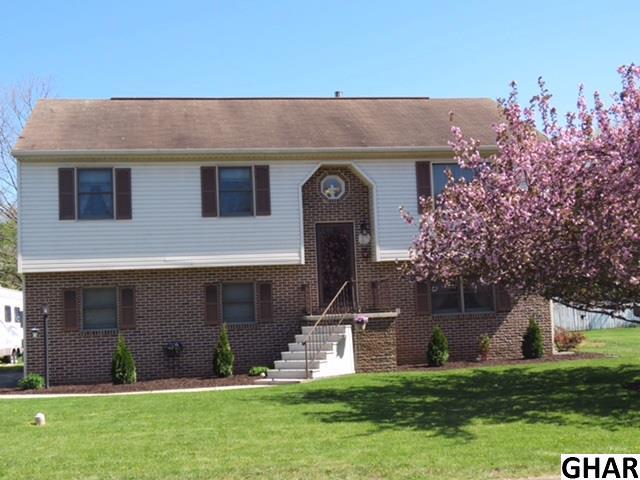 2 Brookside Cir, Dillsburg, PA 17019