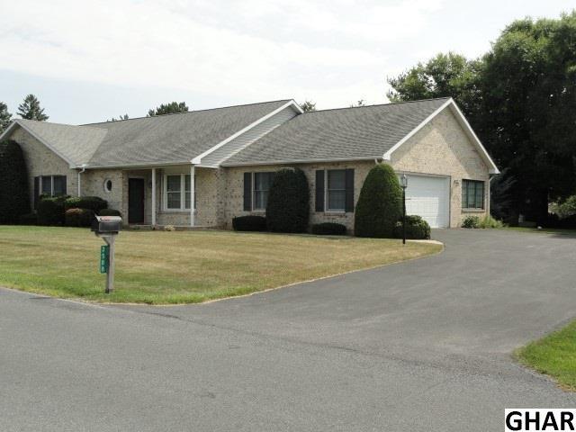 3588 Carnoustie Dr, Chambersburg, PA 17202