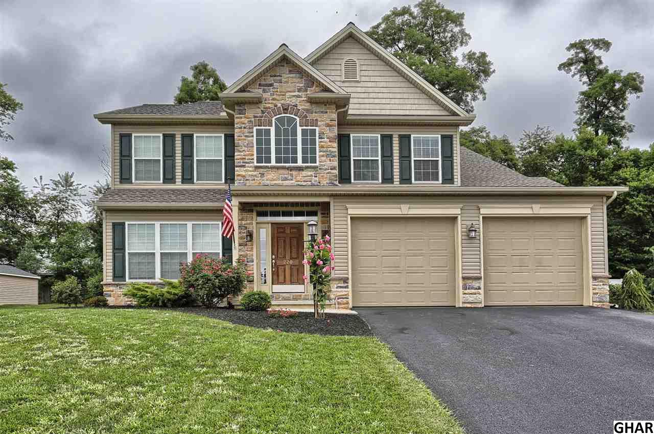 220 Hope Dr, Boiling Springs, PA 17007