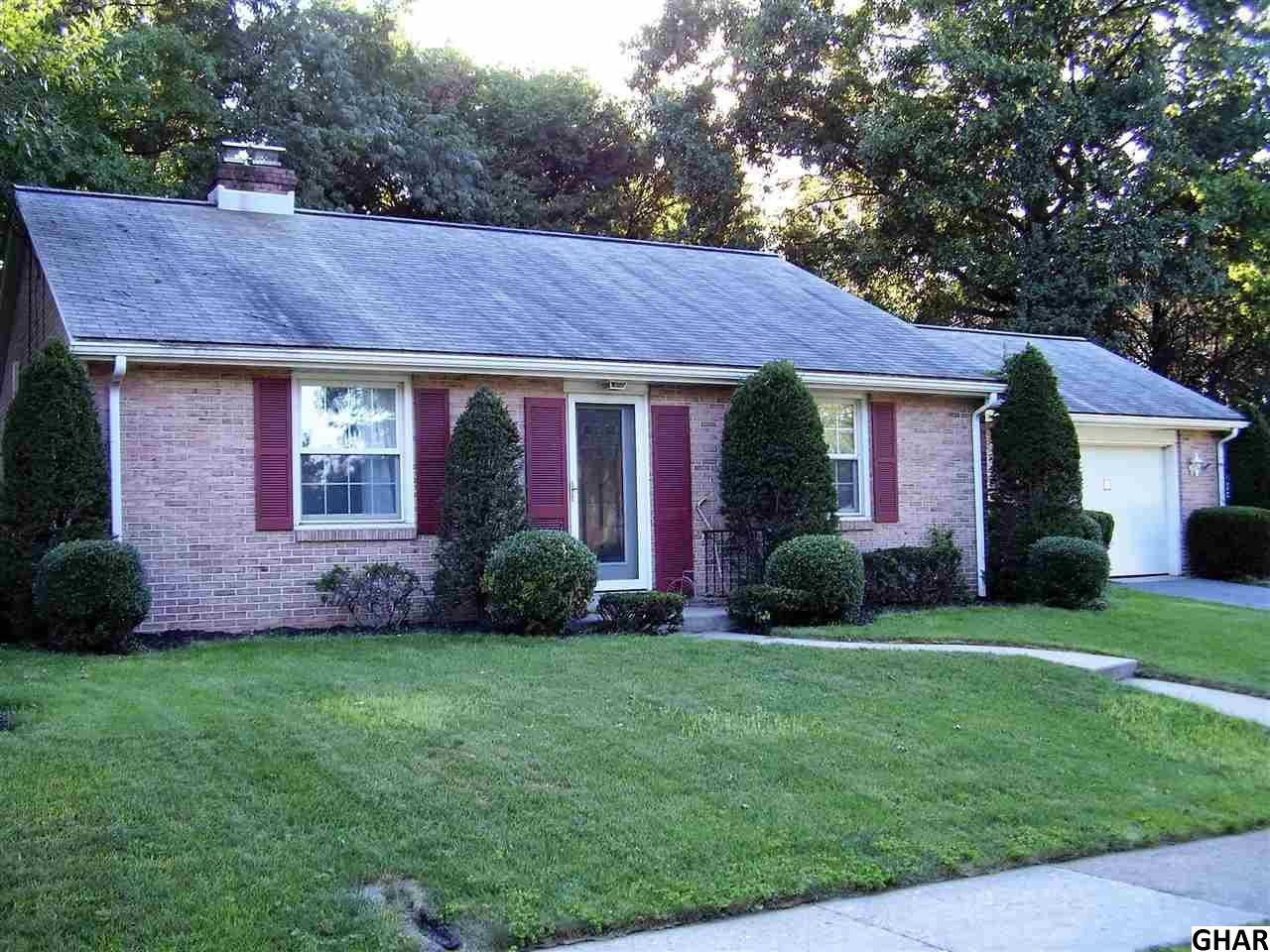 706 Hillcrest Rd, Hershey, PA 17033