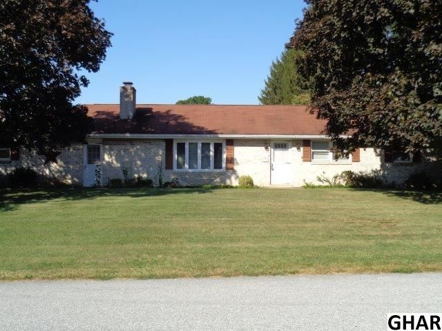 16 E Countryside Dr, Boiling Springs, PA 17007