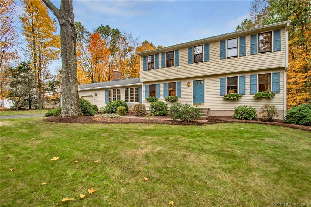 4 Pine Hollow Road, one of homes for sale in Farmington