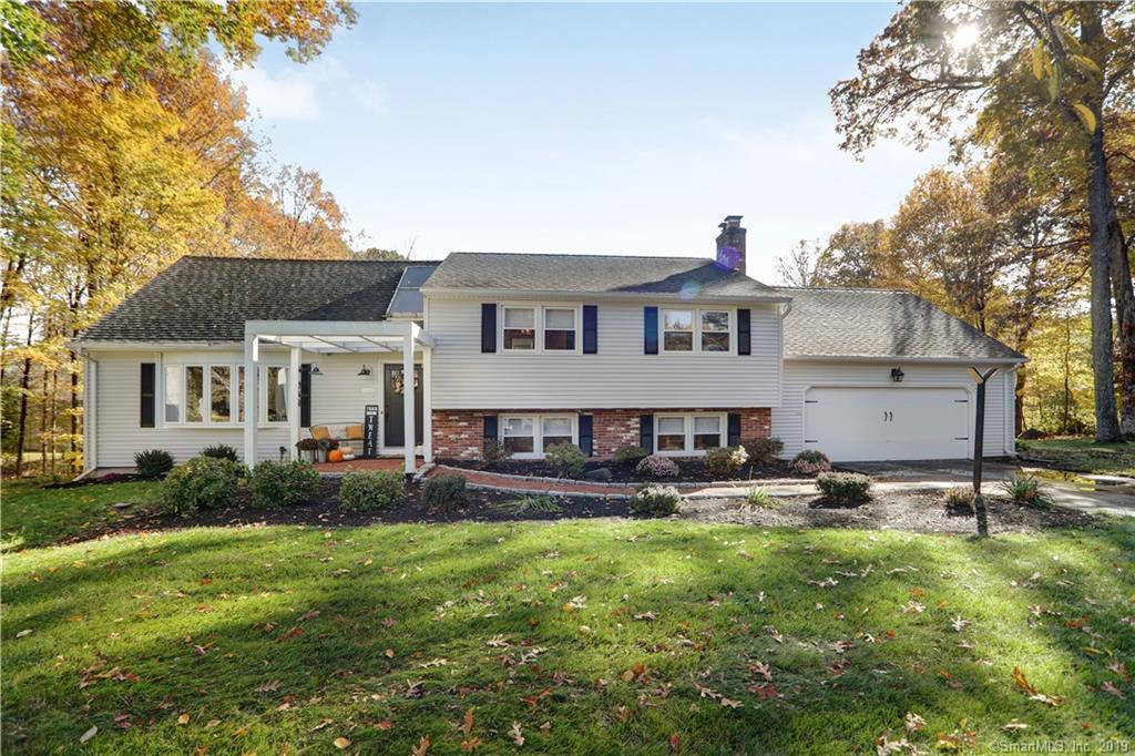 940 Knollwood Circle, Cheshire, Connecticut