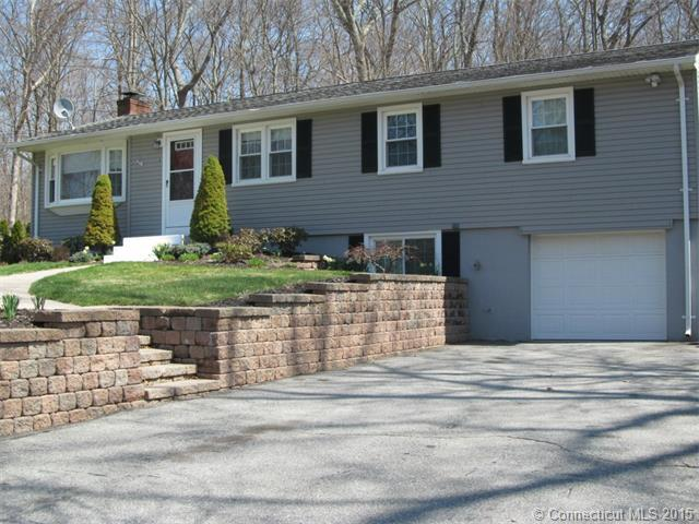 8 Parkwood Dr, Gales Ferry, CT 06335