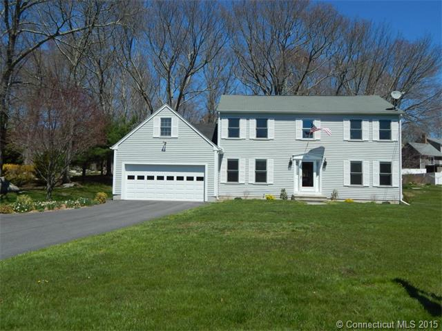 92 Castle Hill Rd, Pawcatuck, CT 06379
