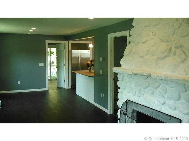 28 Forest St, Waterford, CT 06385