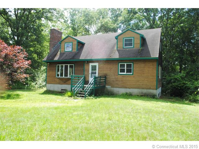 126 Moxley Rd, Uncasville, CT 06382
