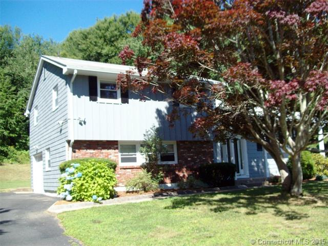 29 Grabner Dr, Waterford, CT 06385