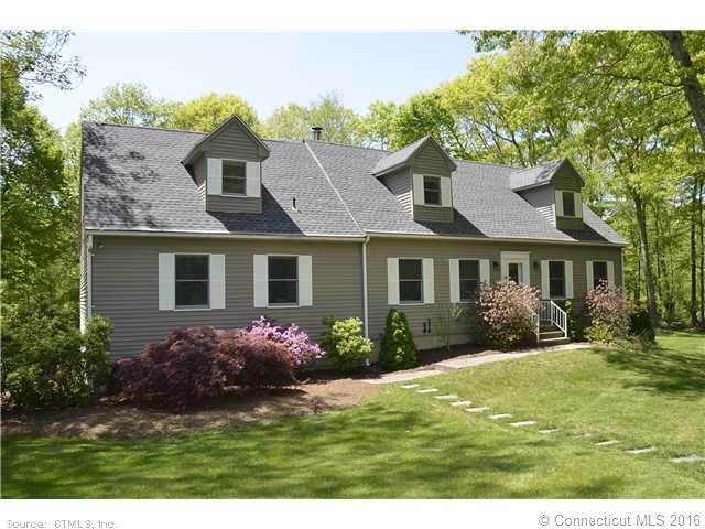 322 Gales Ferry Rd, Groton, CT 06340