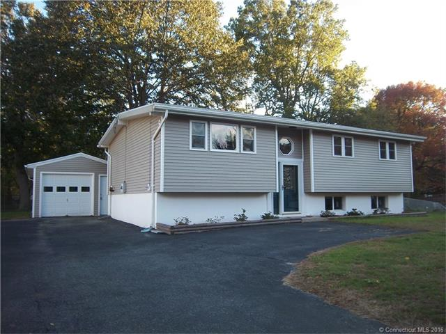 8 Carriage Trl, Ledyard, CT 06339