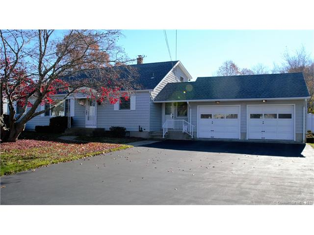 26 Rockwood Dr, Waterford, CT 06385