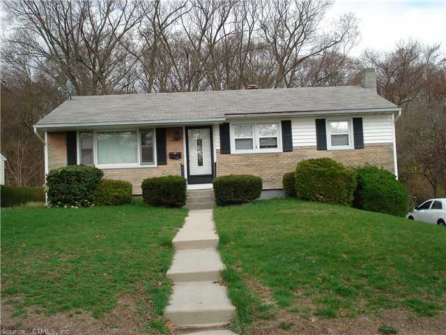 27 Park Avenue Ext, Montville, CT 06353