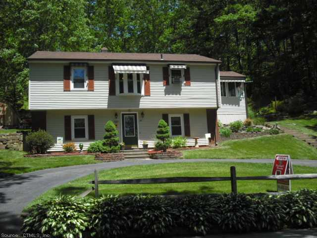 82 Collelo Ave, Moosup, CT 06354