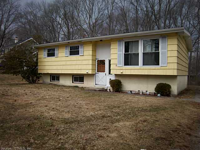 8 Chestnut Ln, Ledyard, CT 06339