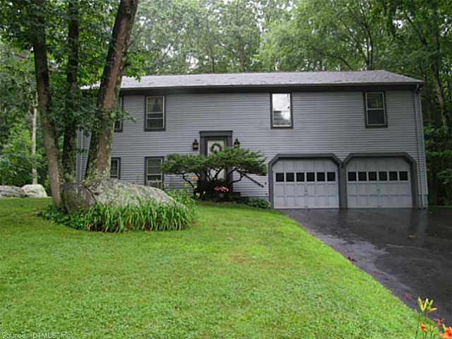 5 Little John Ct, Gales Ferry, CT 06335
