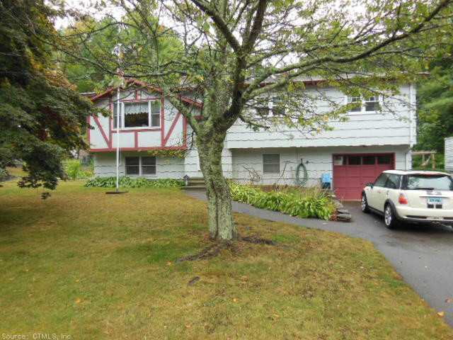 22 Fairview Dr, Pawcatuck, CT 06379