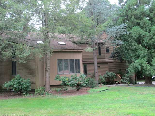 12 Park Dr, Waterford, CT 06385