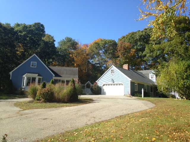 13 Goundry Dr, Waterford, CT 06385