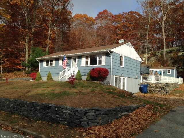 18 Deborah St, Waterford, CT 06385
