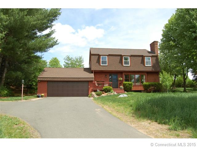 136 Old Farms Rd, Simsbury, CT 06070