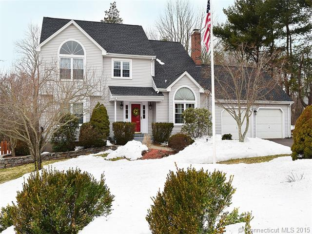 9 Doerring Dr, Cromwell, CT 06416