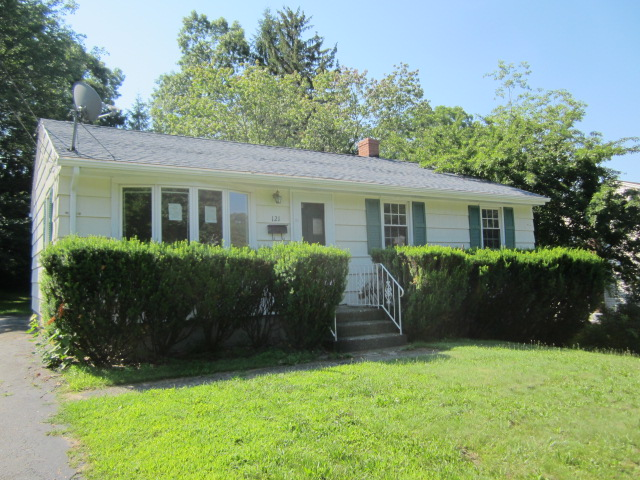 121 Holbrook Ave, Willimantic, CT 06226