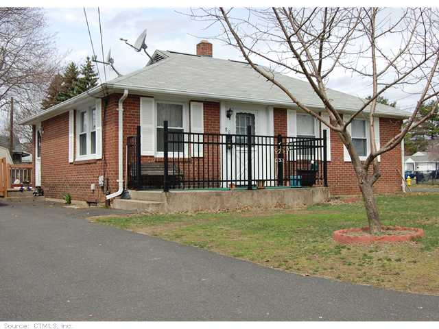 80 Wayne Dr, Plainville, CT 06062