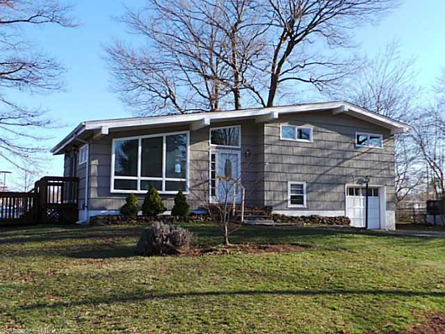 8 Forest Rd, Cromwell, CT 06416