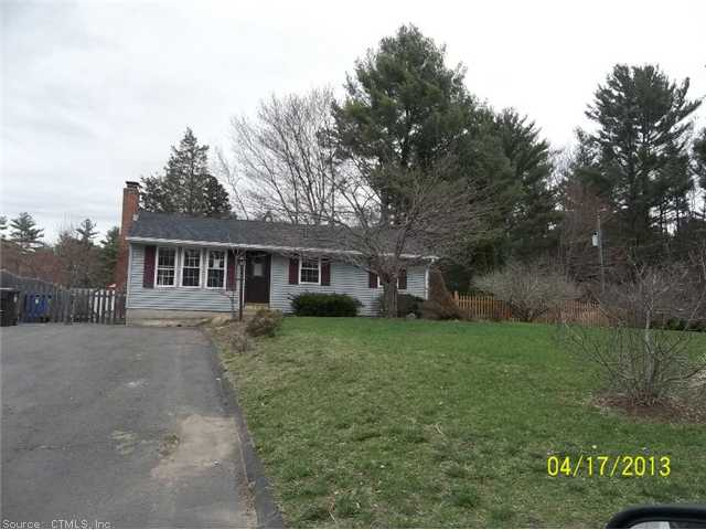 4 Circle Dr, Burlington, CT 06013