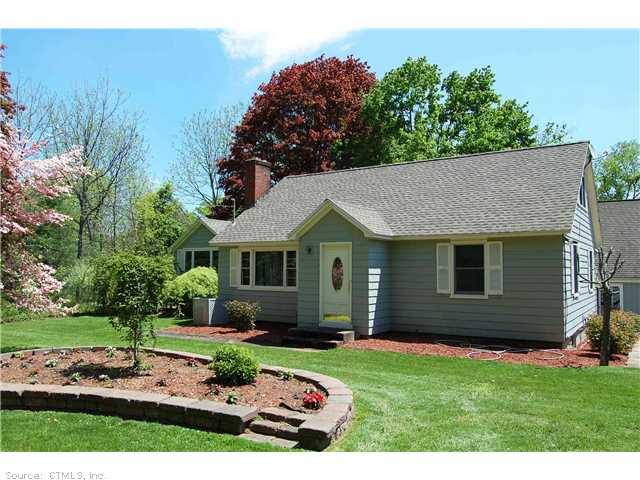 60 Laurel Ln, Simsbury, CT 06070