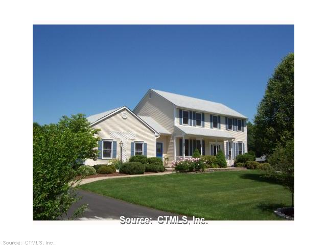 320 Mercer Ln, Windsor, CT 06095