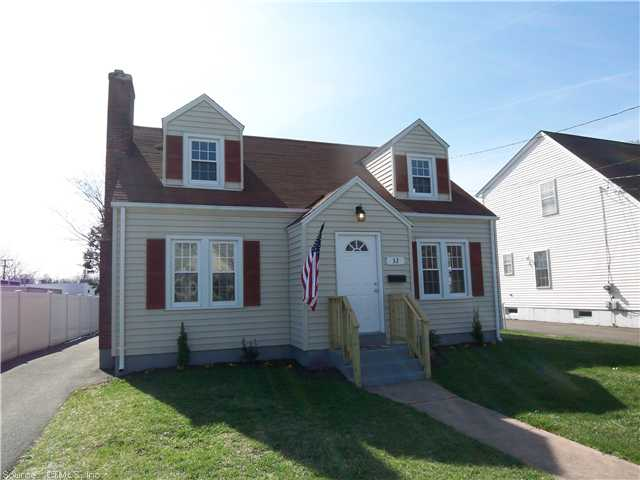 32 Palm St, Manchester, CT 06040