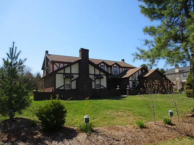15 Derek Ln, Windsor, CT 06095