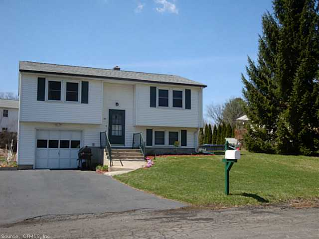 30 Lawrence Ln, Torrington, CT 06790