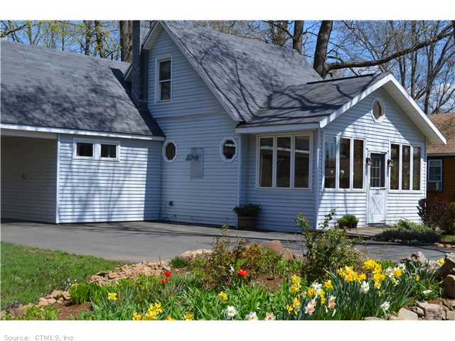 23 View Pl, Guilford, CT 06437