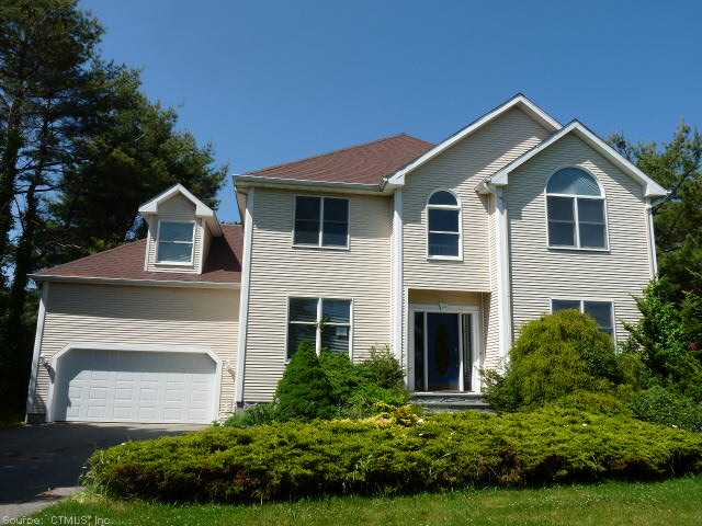 12 Fishers View Dr, Groton, CT 06340