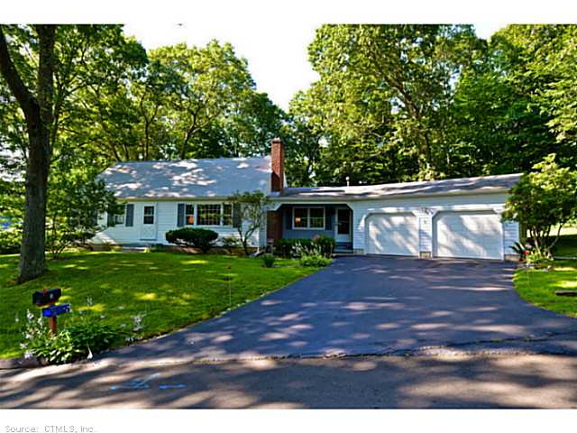 3 Oak Ridge Dr, Clinton, CT 06413