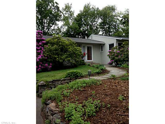 Rental Homes for Rent, ListingId:26841237, location: 42 HILLSBORO DR West Hartford 06107