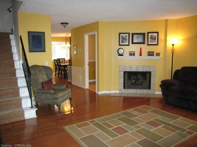 Rental Homes for Rent, ListingId:29398275, location: 27 CROWS NEST LN Danbury 06810