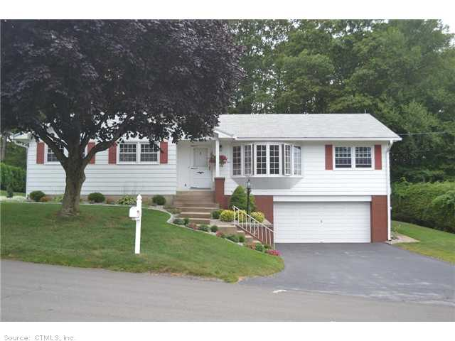 Real Estate for Sale, ListingId: 29368670, Waterbury, CT  06706