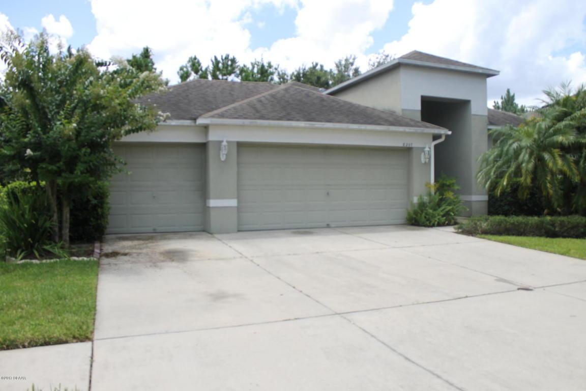 8207 Pinewood Run Court Tampa, FL 33647
