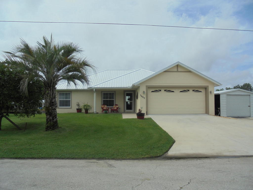 1609 Paradise Lane Astor, FL 32102
